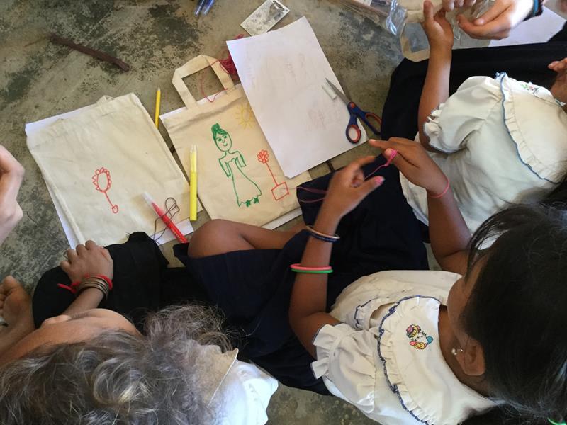 Hope for the children-Zakjes versieren met leerlingen Ieper