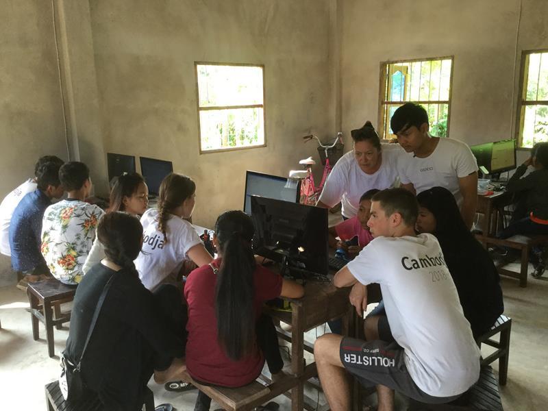 Hope for the children-Studenten Ieper geven les in Phnom Srok